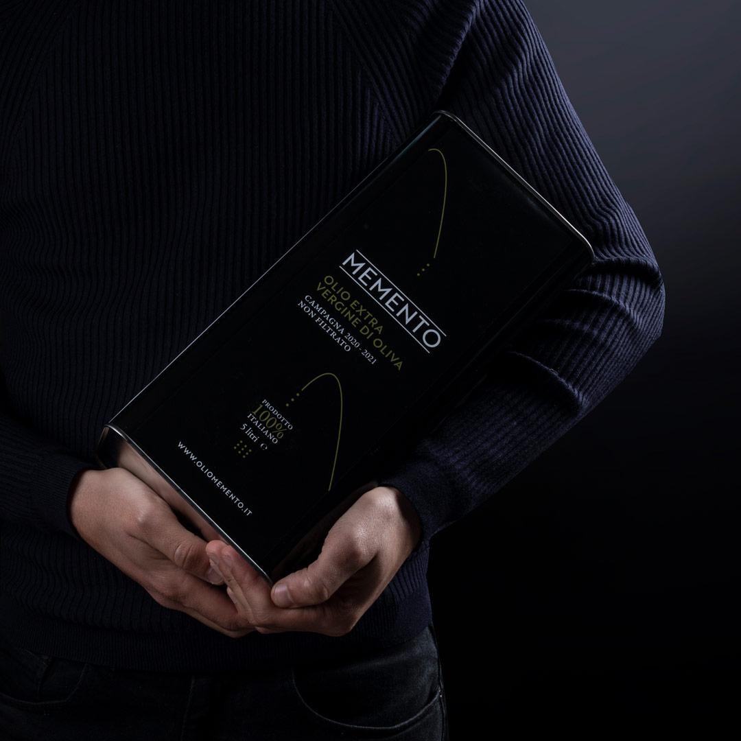 Concept, branding & web Olio Memento
